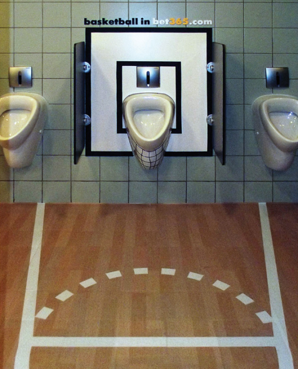 Bet365-ambient-marketing-basket-toilettes-WC-toilets-alternatif-creativity-sticker-advertising-sport-2-600x744