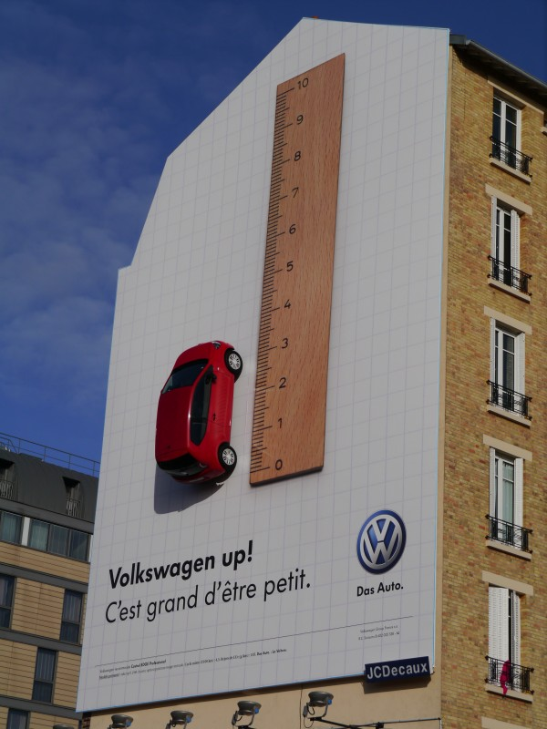 Volkswagen-UP-affichage-bache-JCDecaux-marketing-publicité-agence-.V.-V-1-600x800