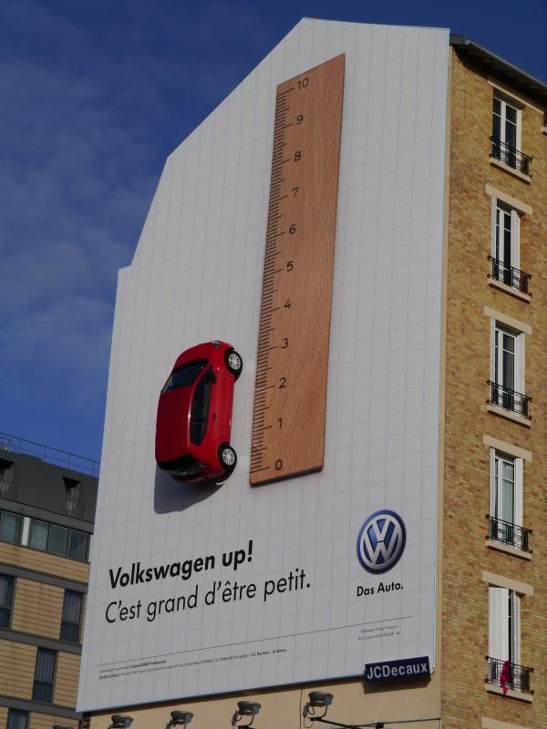 Volkswagen-UP-affichage-bache-JCDecaux-marketing-publicité-agence-.V.-V-1-600x800